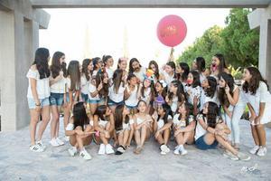 Camila con sus amigas