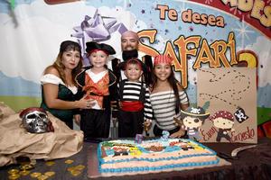 02092017 DE FIESTA.  Evan Fernando y Ernesto Yoel con Ernesto, Eva y Melany.