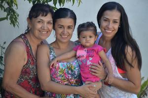 02092017 EN FAMILIA.  Yolanda, Erika, Emma y Rocío.