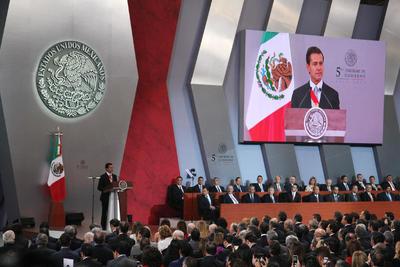 """Al referirse a la política internacional, dijo que México no aceptará """"nada que vaya en contra de nuestra dignidad como nación""""."""