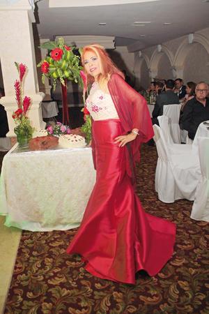 03092017 RECIBE FELICITACIONES.  Concepción Muñoz Castro celebró 65 años de vida y 50 años de estilista. Fue agasajada con una fiesta organizada por sus hijos, Roberta y Roberto Gutiérrez Muñoz.
