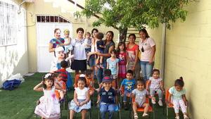 03092017 DE FIESTA.  Maestras y niños de la Guardería Benavente en el cumpleaños de Isabel Kamp con su abuela, Asun, Ainhoa y Aitana.
