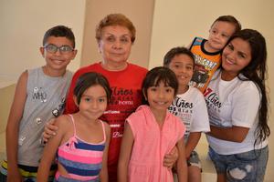 03092017 CELEBRA SU CUMPLEAñOS.  María Estela con Emiliano, Camila, Ximena, Paquito, Karen y Santiago.