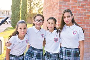 04092017 EN EL COLE.  Analy, Cecilia, Marcia y Ángela.