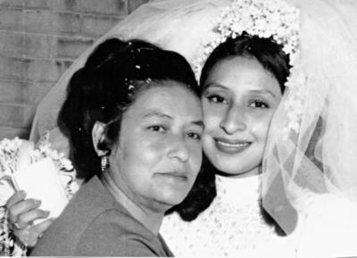 03092017 Ana Ma. Velázquez Gómez (f) el día de la boda de su hija, Irma Leticia Martínez Velázquez (f), en 1976.
