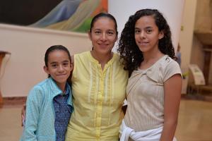05092017 EN EL TEATRO.  Luz, Flor y Sofía.