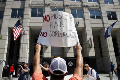Jóvenes indocumentados han podido frenar su expulsión del país, obtener un permiso temporal de trabajo y, en algunos estados, una licencia de conducir.