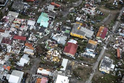 El huracán ya ha dejado cuantiosos daños materiales.