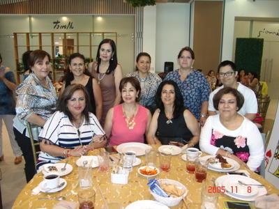 07092017 Nora, Emma, María Elena, Lupita, Gaby, Maye, Conny, Anita, Rosario y Betito.