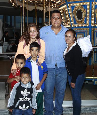 Susana, Claudio, Angie Flores e hijos.