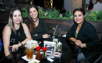 Yuri, Mayra y Emily.