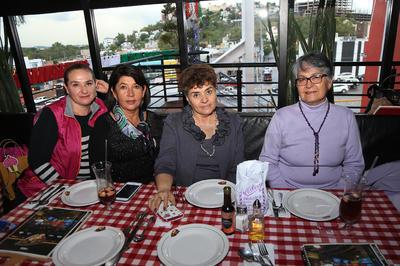 Esther, Lucy, Claudia y Nohemí.