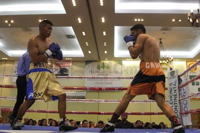 """Abel """"Coyotito"""" Cruz se vio las caras con Gustavo """"Terrible"""" Morales, en donde los dos contendientes dieron su máximo esfuerzo sobre el ring."""