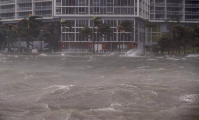 """De esta forma Irma pasará junto a la costa suroeste del estado, que podría recibir los """"vientos más fuertes en las próximas horas"""", según el último boletín del Centro Nacional de Huracanes, emitido a las 14:00 hora local (18:00 GMT)."""