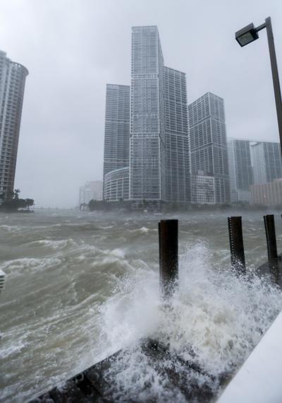 Antes de llegar a Florida y con categoría 5, el ciclón causó al menos 29 muertes y cuantiosos daños materiales a su paso por el Caribe.