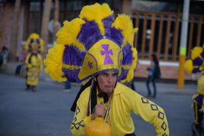 Danzantes laguneros acompañaron la procesión hacia la Plaza Mayor.