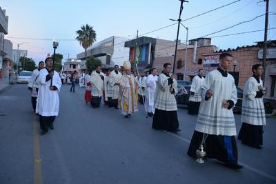 Las actividades iniciaron desde las 7:30 de la tarde del domingo con una procesión.