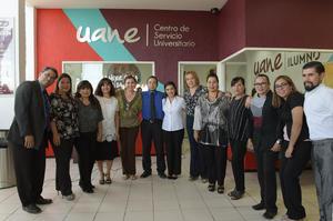 11092017 Personal de UANE con la directora del plantel, Martha Argüelles.