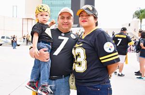 10092017 EN FAMILIA.  Sergio Jr., Sergio y Mayela.