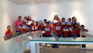 10092017 TARDE DE CUENTA CUENTOS.  Niños del Albergue Abrázame A.C. con la escritora Idoia Leal y sus maestras, Lorena, Carmen y Martha.