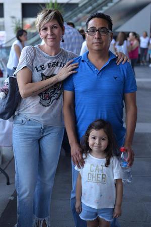12092017 Jaqueline, Ricardo y Mía.