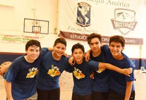 12092017 AMIGOS.  Andres, Saúl, Gael, Manuel y Nacho.