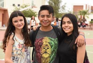 12092017 ENTRE CLASES.  Andrea, Iván y Mariana.
