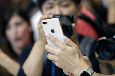 iPhone X es el nombre del móvil con el que Apple celebra los diez años del lanzamiento del iPhone.