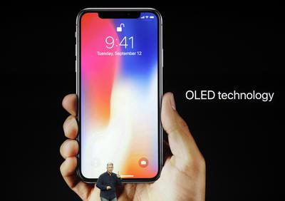 La compañía tecnológica Apple presentó hoy el iPhone X, el nuevo modelo de su famoso teléfono inteligente.