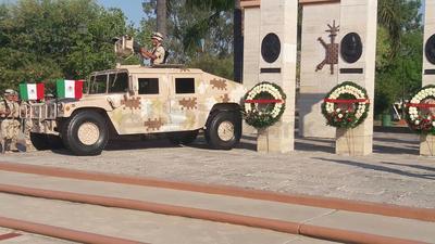 Se realizó una guardia de honor en el monumento a los Niños Héroes que se localiza en la Macro Plaza I de Piedras Negras.