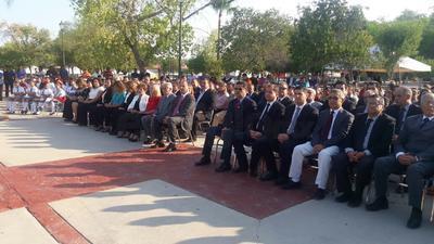 En la ceremonia estuvieron presentes autoridades educativas y presidentes de cámaras empresariales.