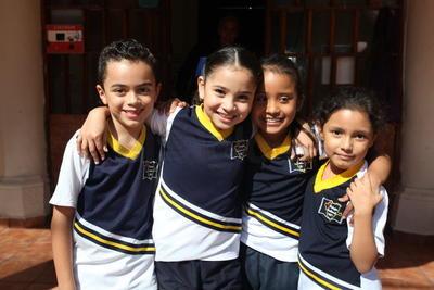 Gamaliel, Sol, Paola y Rebeca.