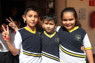 Emiliano, Alexander y Romina.