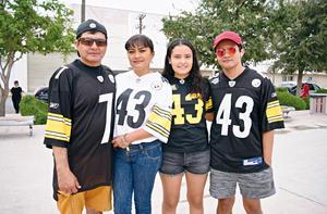 14092017 EN FAMILIA.  Carlos, Paty, Jathziri  y Carlos.