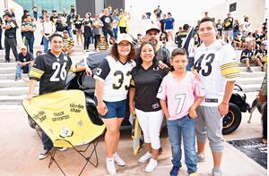 14092017 FANS DE PITTSBURGH.  José Luis, Paola, Juan David, José Luis Jr., Felipe y Juanita.