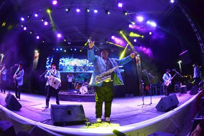 En Torreón, Los Huracanes del Norte pusieron a bailar y a cantar a los habitantes de la región.