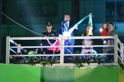 En punto de las 22:00 horas se anunció que el alcalde recibiría de manos de personal del Ejército el Lábaro Patrio para luego realizar el Grito de Independencia y tocar la campana, sin embargo, algunas personas se dijeron extrañadas de que el alcalde en turno no ondeara la bandera en ningún momento del evento.