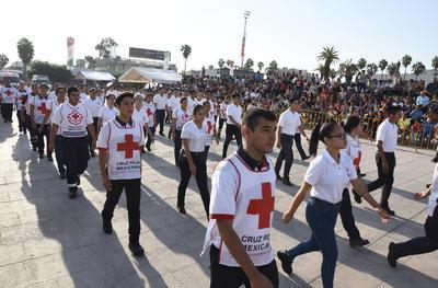 Elementos de la Cruz Roja marcharon entre el contingente.
