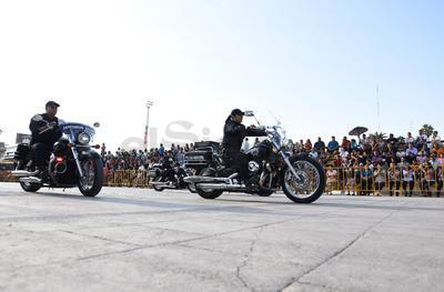 Las motocicletas de la Policía Municipal desfilaron por la Matamoros.