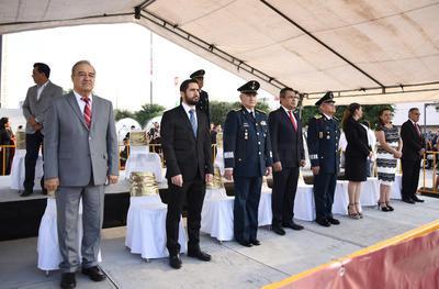 El alcalde interino, Jorge Luis Morán, saludó a los asistentes desde un templete ubicado en la Plaza Mayor, en Matamoros y Galeana.