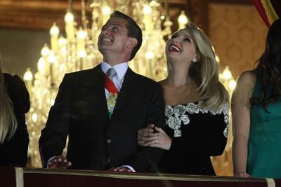 Peña Nieto y su esposa disfrutaron desde el balcón de los fuegos artificiales.