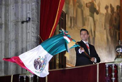 """""""Viva la solidaridad de los mexicanos con Chiapas y Oaxaca. Viva la Independencia Nacional"""", expresó Peña Nieto desde el balcón principal de Palacio Nacional."""