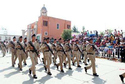 En la edición de este año participaron contingentes de instituciones de seguridad pública, planteles educativos y asociaciones civiles ante la ciudadanía duranguense.