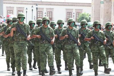 Los soldados no pudieron faltar en este acto conmemorativo del Aniversario de la Independencia.