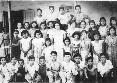 17092017 Leonel Rodríguez Rodríguez cursando el tercer año de primaria en la Escuela Artículo 123 Miguel Hidalgo en Nueva Rosita, Coah. Año escolar, 1951 - 1952.
