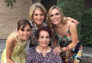 17092017 FESTEJO EN FAMILIA.  Hace unos días, Doña Elena Moreno de Webb celebró su cumpleaños número 83, acompañada de sus hijas, Pecky, Cristina y Ana Luisa.