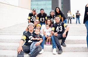 17092017 POSAN PARA LA FOTO.  Alonso, Pamela, Alonso, Mónica, Sonia, Miguel. Jorge, Paty, Jorge, Mariana, Vayron, Chuy y Cecilio.