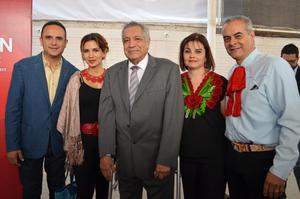 17092017 Profesor Rodolfo Silva acompañado de su familia.