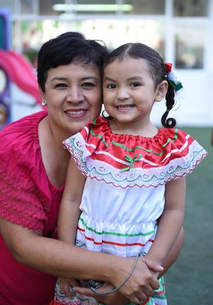 16092017 Cecilia con su hija, Sara Lucía.
