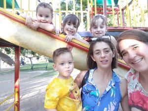 16092017 TARDE DE PRIMOS.  Isabel, Aitana, Ainhoa y Andoni con sus mamás, Usua e Idoia.
